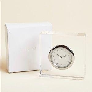 Anna New York Vola lucite clock